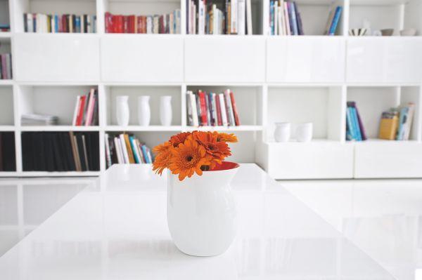 *Vase M weiß/rot